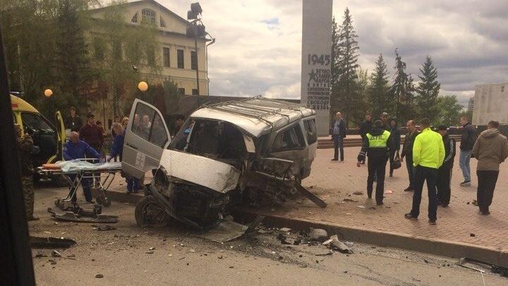 Бизнесмена, по чьей вине погиб водитель «Соболя» в ДТП у Моста влюбленных, оштрафовали на 150 тысяч
