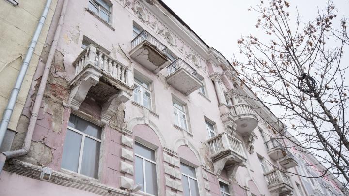 Обломки ненужного дома: в центре Ростова приходит в упадок памятник архитектуры