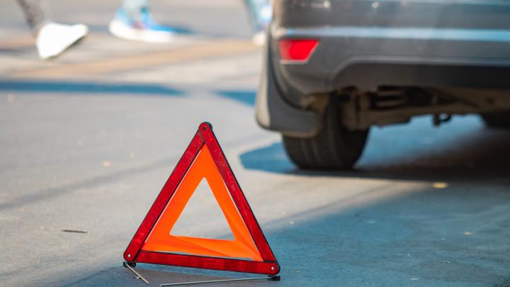 В Волгодонском районе «семерка» наехала на мужчин, стоявших у дороги. Один из них погиб