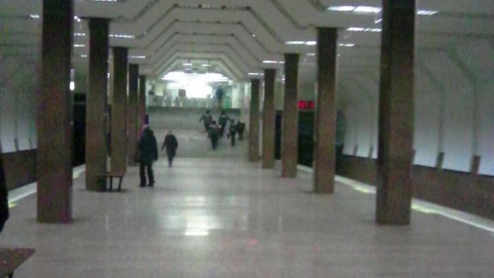 Вышедший из вагона мужчина умер на станции метро «Маршала Покрышкина»