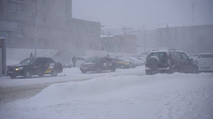 Трассу в Казахстан закрыли из-за гололёда и метели