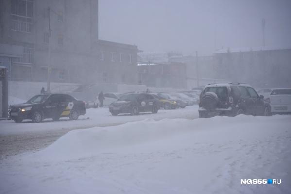 Сегодня в Омске с утра падает снег