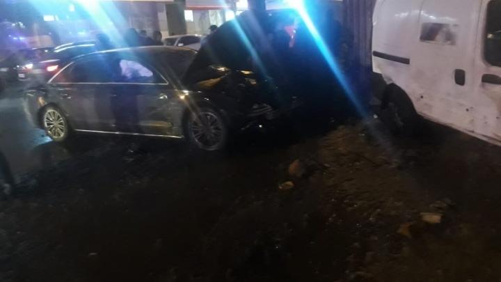 В Нижнем Новгороде автомобиль сбил 9 человек после ДТП с четырьмя машинами. Пострадали дети
