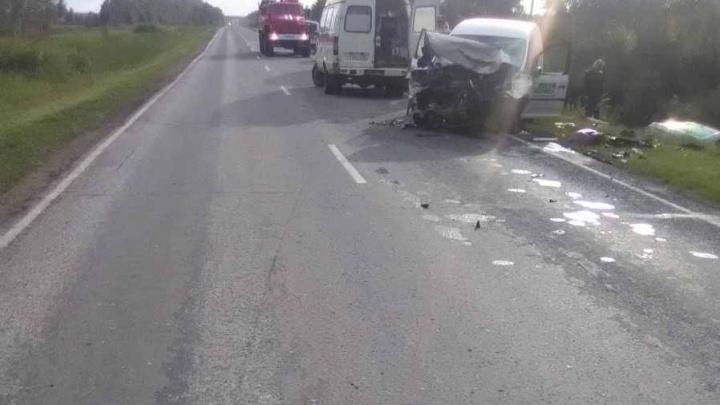 Авария на «встречке» под Новосибирском: один погибший и двое в больнице