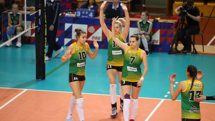 «Уралочка» стала лидером чемпионата России, одержав победу в домашнем матче