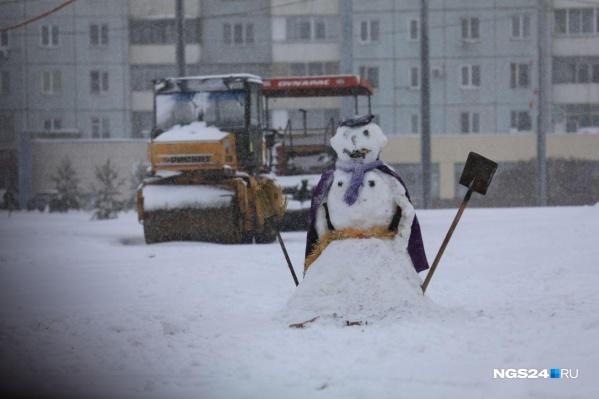 Основательный снег выпал на первой неделе ноября, но асфальтоукладчики с дорог не убрали