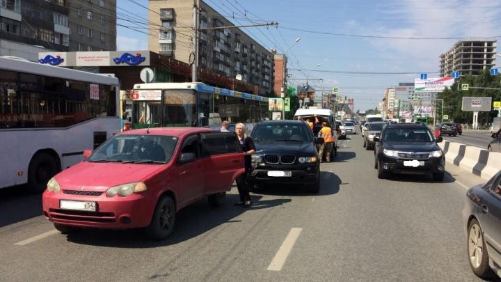 ДТП на Красном проспекте: четыре автомобиля собрались «паровозиком»
