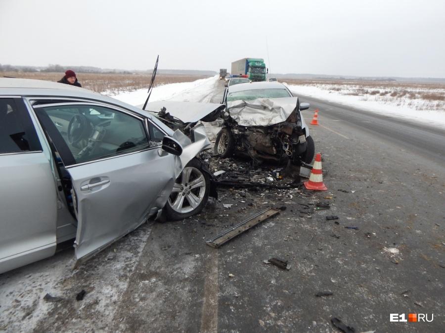 Пять человек погибли в ДТП на трассе под Омском