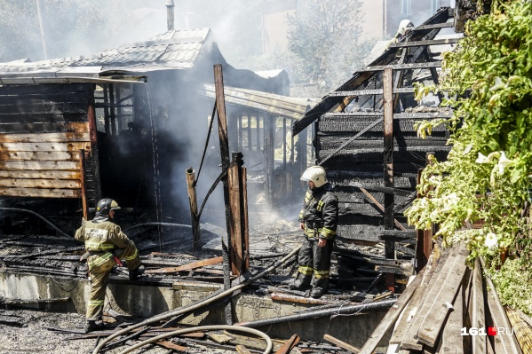 Баня в Ботаническом саду сгорела дотла