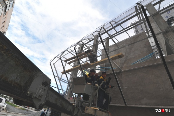 Рабочие обещают смонтировать пролетное строение всего за 40 минут