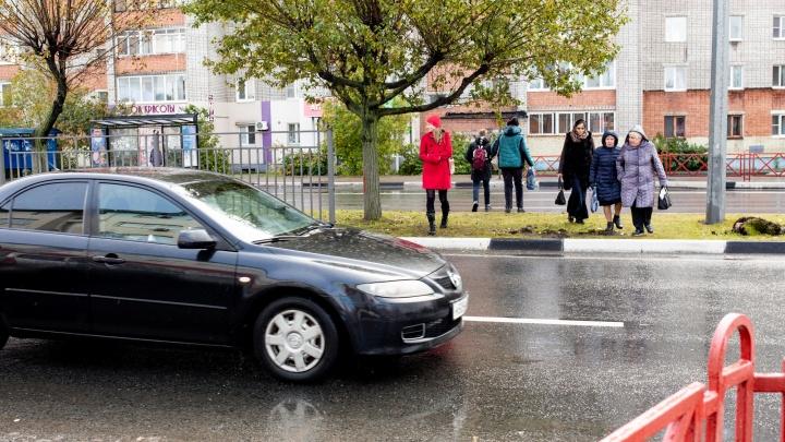 «Появится забор — и его снесут»: ярославцы устроили игры со смертью на закрытом переходе на Фрунзе