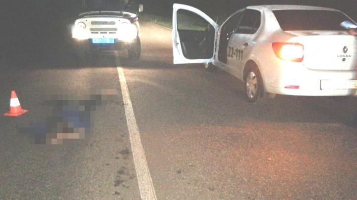 Погибла на месте: в Кумертау машина такси сбила женщину