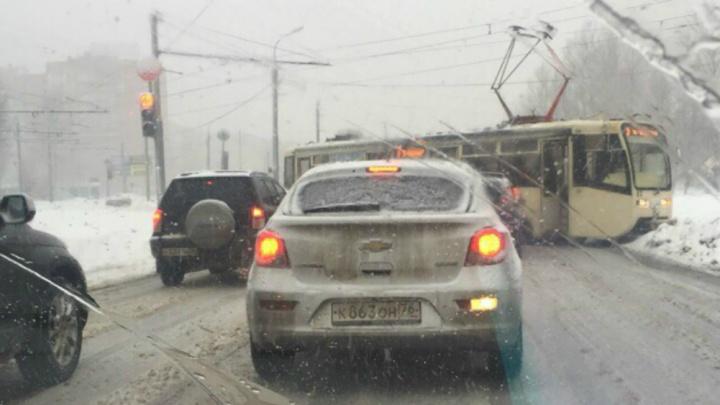 А вот и обещанный коллапс: в Ярославле пробки повысились до 9 баллов. Онлайн-трансляция