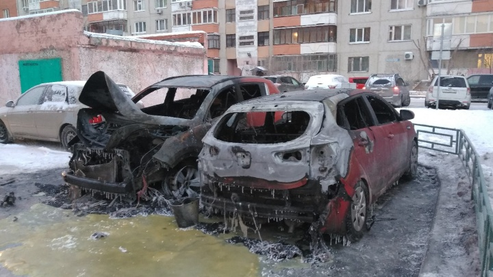 Поджоги машин в Тюмени, пьяный регулировщик и подстава от «Яндекс.Такси»: дорожные видео недели