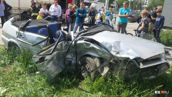 Дорожное видео недели: жёсткая авария на Московской, цементовоз на встречке и Lexus в стразах