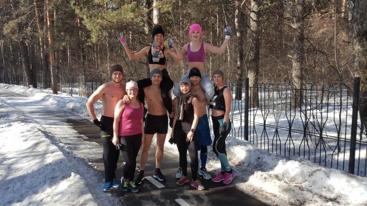 На мороз с голым торсом: тюменцы закаляются на зимних пробежках в Гагаринском парке