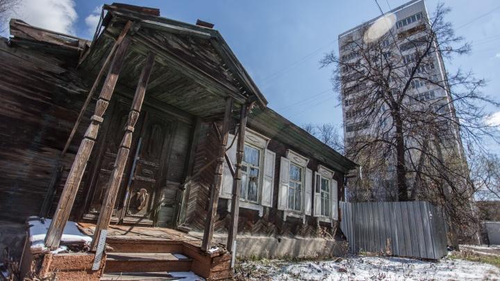 «Приходите в деревню»: 74.ru обнаружил в элитном центре Челябинска микромир — частный сектор 1940-х