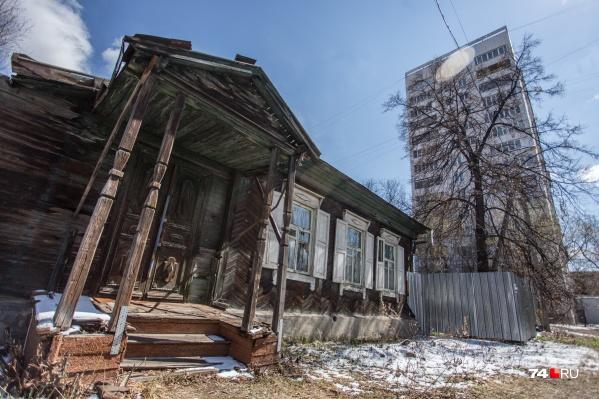 Красивые и крепкие дома 1940-х годов находятся в самом центре Челябинска