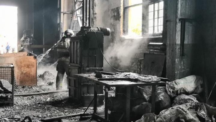 Черный «Фосфор»: в Тольятти выгорело здание бывшего завода
