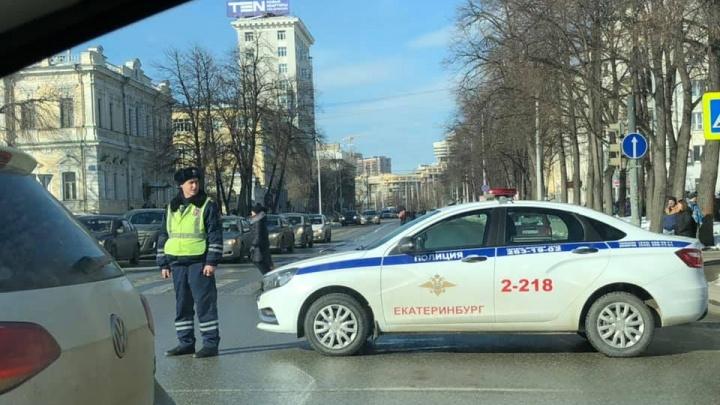 Из-за молебна за храм на Драме в центре перекрыли улицу Бориса Ельцина