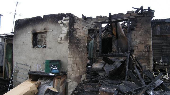 «Их нашли уже мертвыми»: в Волгоградской области при пожаре погибла семейная пара