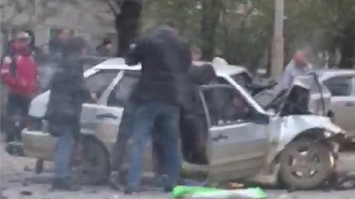 В Екатеринбурге при столкновении автомобили зацепили пешеходов — мать с годовалым малышом