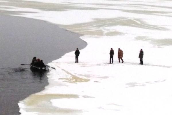 Рыбаки оказались в ловушке