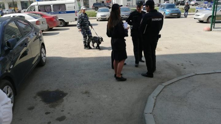 В Екатеринбурге эвакуировали офисы Сбербанка из-за сообщения о бомбе