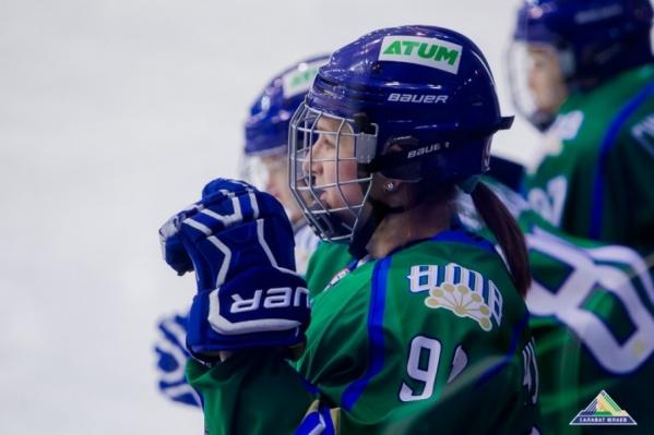 Девушки сыграют за взрослую и молодежную национальную команду
