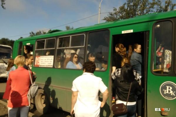 Этим утром жители Академического не могли уехать из-за забастовки водителей транспортного предприятия ООО «Восток»