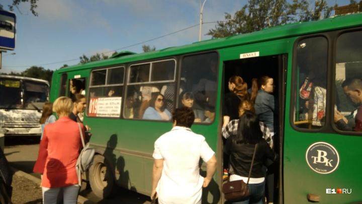Забастовку водителей в Академическом погасили перед визитом Путина. В рейс вышла половина автобусов