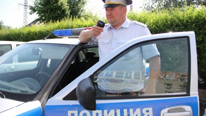 Инспектор ДПС помог пожилому тюменцу, почувствовавшему себя плохо на улице