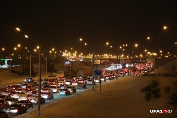 В заторах — все основные транспортные магистрали башкирской столицы