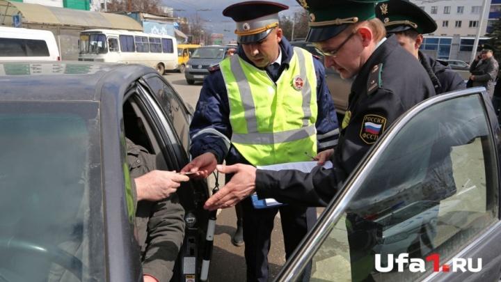 В Уфе за долги по алиментам у мужчины отобрали Hyundai Solaris