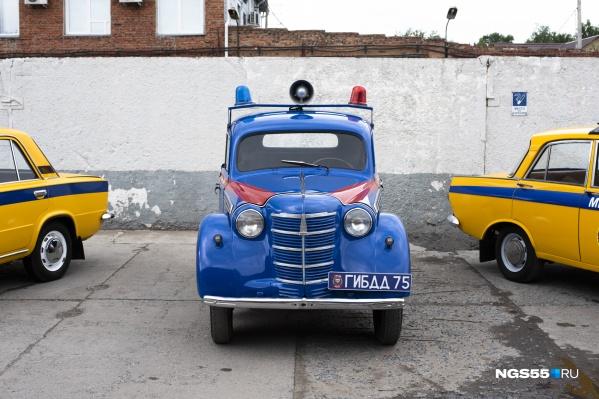Полицейская машина должна выглядеть грозно. На автомобиль доброй советской милиции это правило не распространяется
