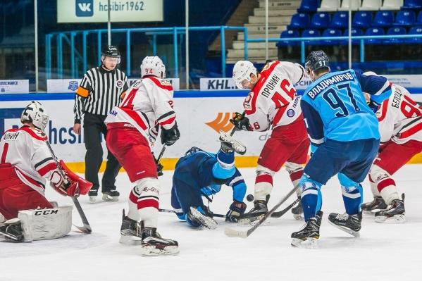 Первый матч «Сибирские снайперы» выиграли со счетом 4:1