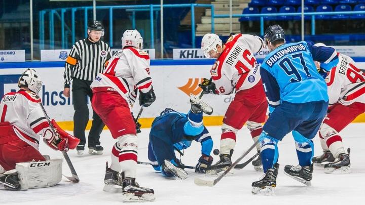 Хоккей: «Сибирские снайперы» проиграли «Авто»