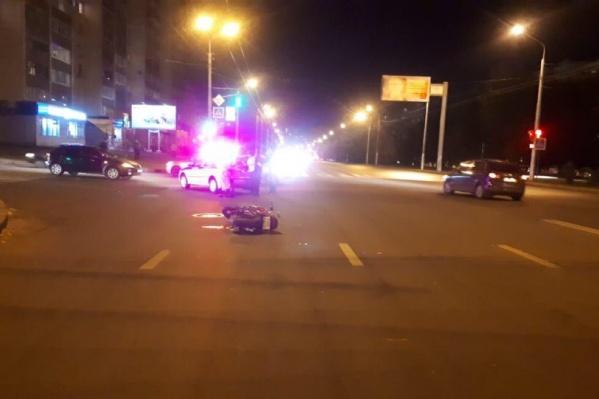 Молодой человек и девушка серьезно пострадали в аварии