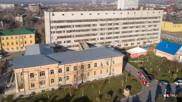 «Из отделения выкатили всех лежачих»: что известно о пожаре в Волгоградской областной больнице