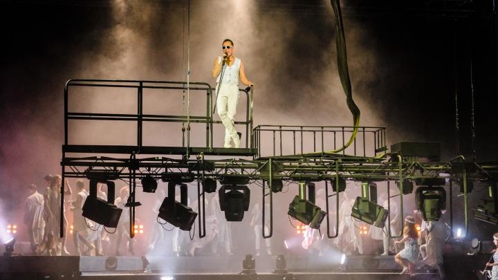 Пермяки увидели первый концерт на двигающейся сцене Театра-Театра. Теперь она состоит из 15 частей