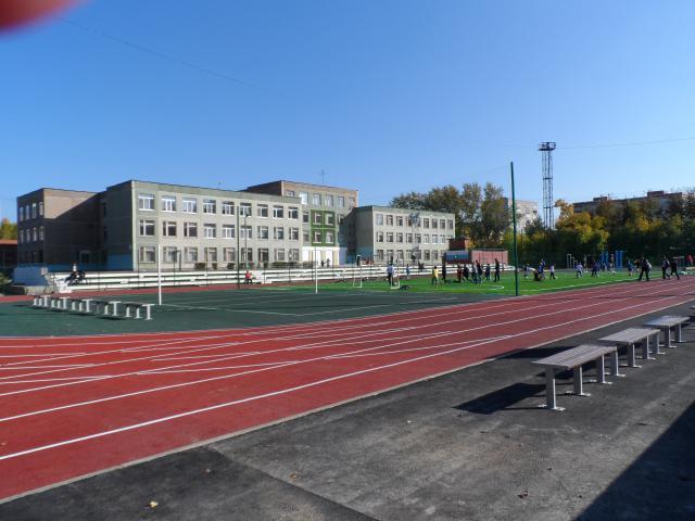 Первоклассник упал накусок арматуры около школы вЕкатеринбурге. Ребенок скончался