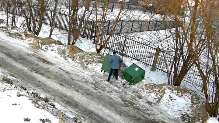 В Ярославской области поймали вандалов, переворачивающих мусорные баки