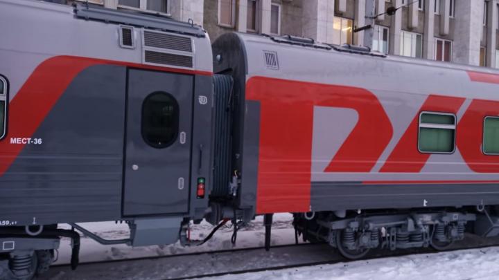 В Екатеринбург приехали новые сдвоенные вагоны РЖД с душем и кофемашинами