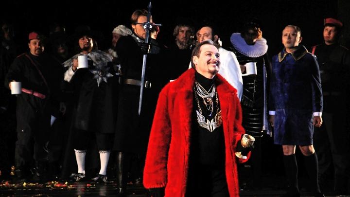 «Сатана там правит бал»: уфимцам не хватает мест на премьерные спектакли «Фауста»