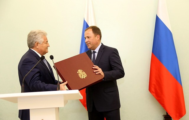 Экс-ректора СамГМУ Геннадия Котельникова наградили почётной грамотой президента России