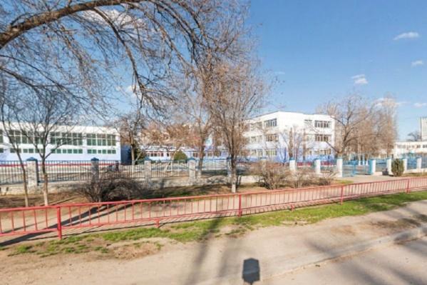 Родители могли выбрать любую другую школу, но им была нужна гимназия на Ростовской