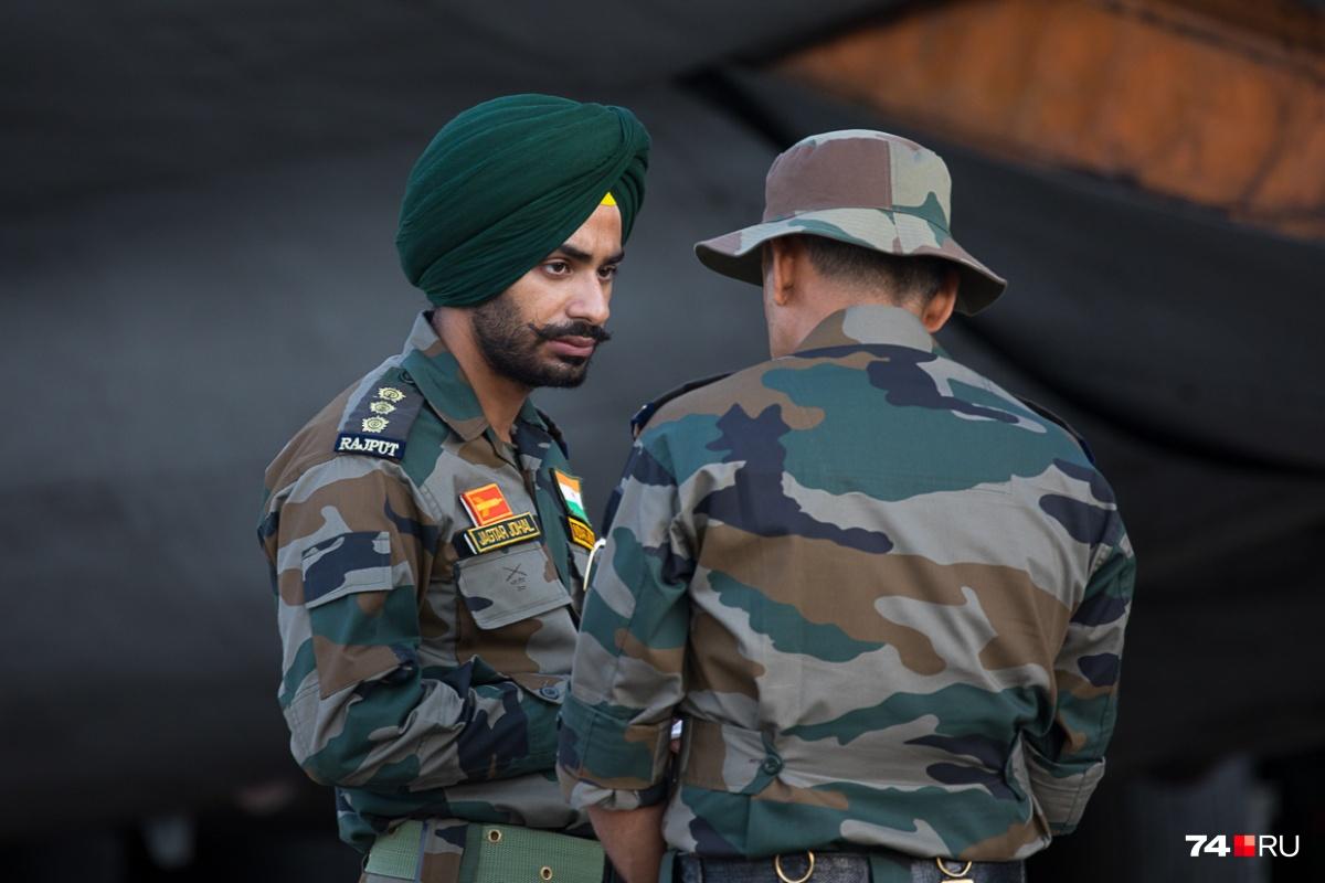 Индийские десантники в национальных головных уборах
