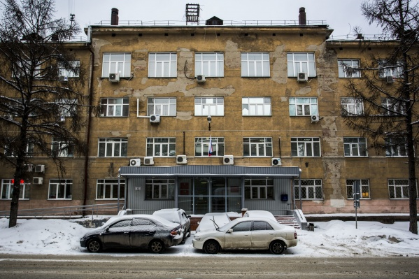 Новосибирцам не разрешили поставить машину на парковку возле Центрального суда