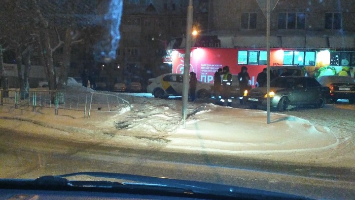 Пьяный тюменец без водительских прав взял чужую машину и устроил аварию