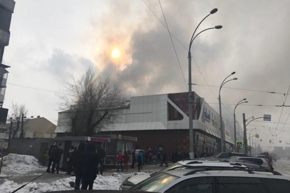 Пожар начался вчера около 16 часов